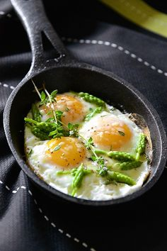 Eggs with Wild Asparagus Recipe by B come Bon