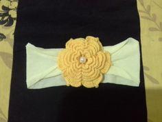 faixa de crochê para bebê amarela.que minha mãe fez.