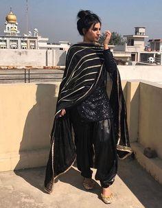 Pinterest: @pawank90 Indian Designer Suits, Indian Suits, Indian Attire, Indian Wear, Patiala Salwar Suits, Salwar Suits Party Wear, Punjabi Fashion, Indian Bridal Fashion, Women's Fashion