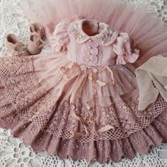 Sağlık Health in your hands 😍 _______________________________________… – bonecas - Baby Clothing Baby Dress Patterns, Doll Clothes Patterns, Sewing Patterns, Baby Dress Tutorials, Shirt Patterns, Dresses Kids Girl, Little Girl Dresses, Kids Outfits, Vintage Baby Dresses