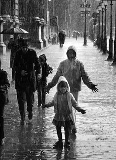 Rainy street scene by Robert Doisneau #photography