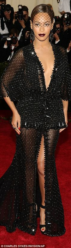 Sarah Jessica Parker and Hailee Steinfeld rule Met Gala red carpet #dailymail