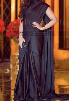 Fancy Sarees Party Wear, Saree Designs Party Wear, Pakistani Fashion Party Wear, Pakistani Dress Design, Party Wear Dresses, Saree Blouse Designs, Pakistani Outfits, Trendy Sarees, Stylish Sarees