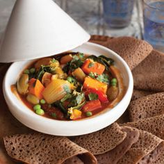 Injera and Vegetable Tagine Recipes from Robin Robertson's Vegan Without Borders and a giveaway! Vegan Vegetarian, Vegetarian Recipes, Healthy Recipes, Vegetarian Tagine, Vegan Menu, Vegan Soups, Free Recipes, Tagine Cooking, Moroccan Stew