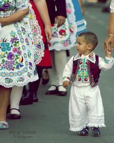 the little Hungarian kid looks just like me when a child.I am part Hun tho lol Art Populaire, Hungarian Embroidery, Ethnic Dress, Budapest Hungary, Folk Costume, My Heritage, World Cultures, Traditional Dresses, Marie