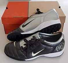 1729bab65 Nike Air Total 90 III TF Astro Turf Trainers Shoes Football Original 2005  New Men's UK 7.5, EU 42: Amazon.co.uk: Shoes & Bags