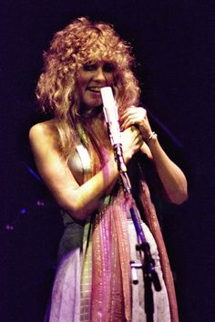 beautiful Stevie onstage ~ ☆♥❤♥☆ ~  1978 ~ awesome hair