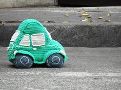 Pattern Beetle car amigurumi. By Caloca Crochet door CalocaCrochet