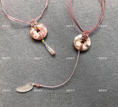 樱花玛瑙平安扣 Jade Necklace, Macrame Necklace, Diy Necklace, Washer Necklace, Pendant Necklace, Macrame Knots, Micro Macrame, Macrame Jewelry Tutorial, Jade Pendant