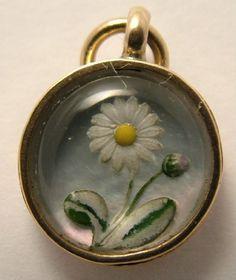 Victorian 15ct Gold Essex Crystal Intaglio Daisy Charm