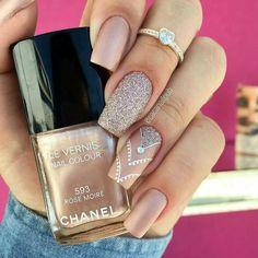"""237 curtidas, 2 comentários - Matrix of Nails (@matrixofnails) no Instagram: """"@Regrann from @cacanailpub - Morrendo de amores por esse Chanel com decorada feita à mão!  -…"""""""