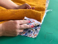 Beginner sewing: a newborn baby blanket! Crochet Basics, Crochet For Beginners, Sewing For Beginners, Beginner Crochet, Crochet Cord, Single Crochet Stitch, Crochet Stitches, Christmas Crochet Blanket, Crochet Supplies