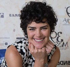 cabelos cacheados curtos da ana paula arosio Para seeing that cacheadas at the crespas, Short Layered Curly Hair, Short Shaggy Bob, Curly Hair With Bangs, Curly Hair Cuts, Long Curly Hair, Short Pixie, Hairstyles With Bangs, Short Hair Cuts, My Hair
