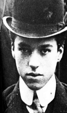 Charlie Chaplin, 1906.