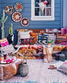 so many textiles in this beautiful boho porch!