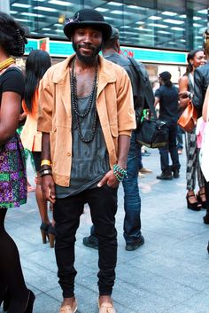 Trendy men's fashion spring-summer street style - Your Fashion Styles Street Style Summer, Casual Street Style, Ropa Kanye West, Trendy Mens Fashion, Fashion Trends, Fashion Styles, Men Fashion, Latest Fashion, Fashion Videos
