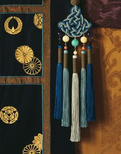 Hard to find Chinese tassels! This one is: Passementeries - Graf et Declercq Passementiers Plus Diy Tassel, Tassels, Diy And Crafts, Arts And Crafts, Ethno Style, Asian Decor, Chinese Style, Soft Furnishings, Chinoiserie