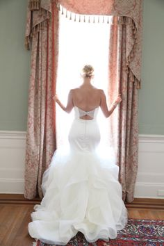 You might recognize this bride from 'Say Yes to the Dress': http://www.stylemepretty.com/south-carolina-weddings/charleston/2015/03/26/from-say-yes-to-the-dress-to-an-elegant-wedding-at-lowndes-grove/ | Photography: Jennifer Bearden - http://jenniferbearden.com/