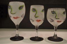 Udda vinglas målade  (motiv taget från Ulrica Hydman-Vallein) målad på glas Birgita Golob-Vurnek (2005)