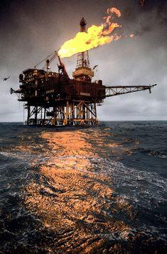 Offshore Oil Industry Water Well Drilling, Drilling Rig, Oilfield Life, Oilfield Trash, Oil Rig Jobs, Petroleum Engineering, Chemical Engineering, Oil Platform, Marine Engineering