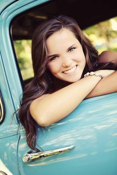 Senior Photos with your first vehicle. I want one like this with Blackie. ;)