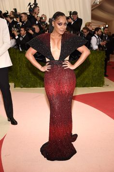 Tight, low cut, sparkly, amazing color. Anything else I need? La La Anthony at the 2016 Met Gala