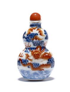 Double-gourd shaped porcelain snuff bottle with underglaze blue painted clouds and overglaze iron-red bats and dragon. Qianlong reign mark. Provenance: property of the British Museum