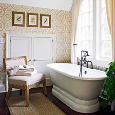Subtle patterend wallpaper adds elegant style to this simple bath #Inspiration #Home #Bathroom