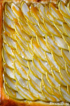 Easy Salted Caramel Apple Tart (via Bloglovin.com )