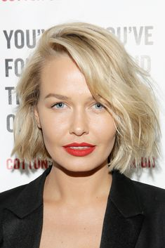 Lara Bingle - blonde lob - short hair - matte red lip