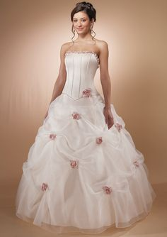 Love the soft pink roses planted around the skirt! So romantic!