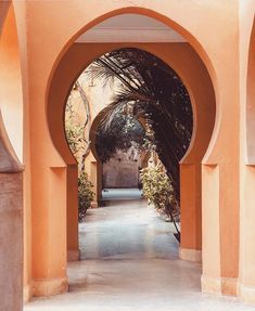 Not just any courtyard garden but a keyhole into my Morrocan Dreams. I mean, what a magnificent entrance. so warm and welcoming. Design Seeds, World Of Color, Islamic Art, I Fall, Marrakech, Creative Design, Moroccan, Entrance, Around The Worlds