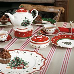 better homes gardens christmas heritage christmas tree salad plate multiples christmas. Black Bedroom Furniture Sets. Home Design Ideas