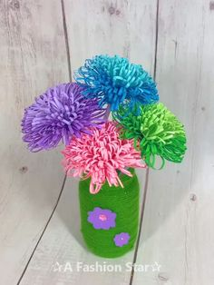 10 DIY Paper Craft Ideas For Home Decor – Easy Paper Crafts Are you looking for DIY paper craft ideas? Or you are an origami lover, you can have a DIY paper cr Paper Flowers Craft, Paper Crafts Origami, Easy Paper Crafts, Diy Crafts For Gifts, Flower Crafts, Diy Flowers, Diy Paper, Paper Flower Boquet, Origami Flower Bouquet