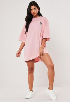 Playboy x Missguided Pink Repeat Slogan T Shirt Dress . Order today & shop it like it's hot at Missguided. Slogan T Shirt Dress, Pink T Shirt Dress, Hoodie Dress, Big Shirt Outfits, Cute Casual Outfits, Oversized Shirt Outfit, Missguided Outfit, Aesthetic T Shirts, Fashion Model Poses