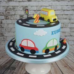 Mesversário Cake: check out 37 creative inspirations - Birthday FM : Home of Birtday Inspirations, Wishes, DIY, Music & Ideas Bus Cake, Truck Cakes, 2nd Birthday Cake Boy, Car Birthday, Bolo Blaze, Car Cakes For Boys, Transportation Birthday, Order Cake, Cars Birthday Parties