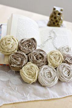 fabric flower necklace from the blog: fromthetortoiseandthehare.blogspot.com