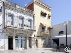 Edificio de época para renovar o solar edificable en venta en el paseo marítimo de Vilanova i la Geltrú, cerca de Barcelona