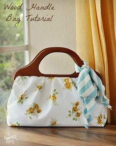 How to sew a Wood Handle Handbag - Full tutorial with photos and step by step. I love this bag!