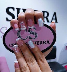 "Cristina Sierra Nail 💗 en Instagram: ""Cristina sierra nail spa 💗 Sedes disponibles 💗LAURELES📲3005269612 📱 3234264221☎️ 2501027 💗MEGACENTRO📲 3227639001 ☎️ 4799956 💗BELÉN📲…"" French Tip Acrylic Nails, Nail Spa, Manicure, Nail Designs, Instagram, Arabesque, Finger Nails, Nail Glitter Design, White Nails"