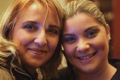 Teresa e Isolina no desenvolvimento do projeto 100 mulheres/100 maquilhagens.