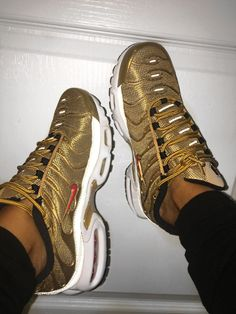 watch 24e70 82ae9 Nike Air Max Plus Gold Collection 2017 💕😭