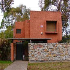 #Fachada #casa #proyecto del #arquitecto Pancho Lopez Uhalde  #facade #arquitectura #architecture #mexicanstyle #estilomexicano #colourwall #colour #inspiration #home #house #coolhouse #instahome #instacool #espacioyconfort