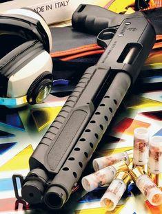 The Door Knocker - Fabarm SDSS Martial Ultrashort - gauge. Self Defense Weapons, Weapons Guns, Guns And Ammo, Tactical Shotgun, Tactical Gear, Rifles, Firearms, Shotguns, Combat Shotgun