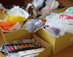 Ohjeita ja ideoita muovipussien sulatukseen. Tavan takaa -blogi. Paper Shopping Bag, Container, Gift Wrapping, Gifts, Diy, Craft, Gift Wrapping Paper, Presents, Bricolage