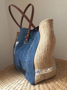 Sac Sardine et Cie Collection Jean/Jute Denim Purse, Denim Tote Bags, Jean Purses, Purses And Bags, Diy Sac, Denim Handbags, Diy Handbag, Jute Bags, Fabric Bags