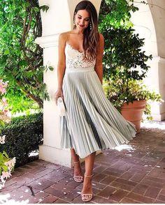 SALE ♥️ Look LACRADOR! A saia midi plissada é super versátil, chic combinada com salto e renda e super cool com tênis e t-shirt Disponível em prata e br. Pleated Skirt Outfit, Skirt Outfits, Dress Up, Dress Skirt, Dress Shoes, Shoes Heels, Summer Wedding Outfits, Wedding Attire, Summer Dresses