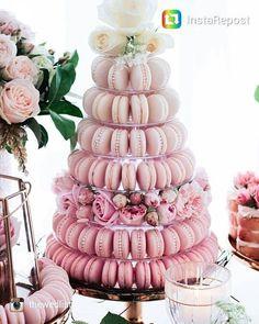 Torre de#macarrons par a enfeitar a #mesadedoces #casamento #wedding #inspiracao #inspirationwedding #noiva #casar #ido #casamentodossonhos #mesadedocescasamento #dicadacerimonialista
