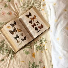 Uploaded by mara dyer. Find images and videos about vintage, book and butterfly on We Heart It - the app to get lost in what you love. Book Aesthetic, Aesthetic Vintage, Aesthetic Pictures, Different Aesthetics, Art Hoe, Into The Woods, Book Worms, Artsy, Cottage
