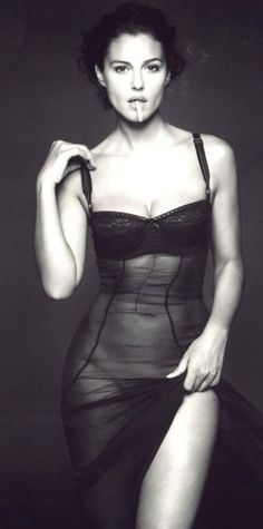 Italian model Monica Bellucci with cigarette | Very cool photo blog http://thingswomenwant.com/